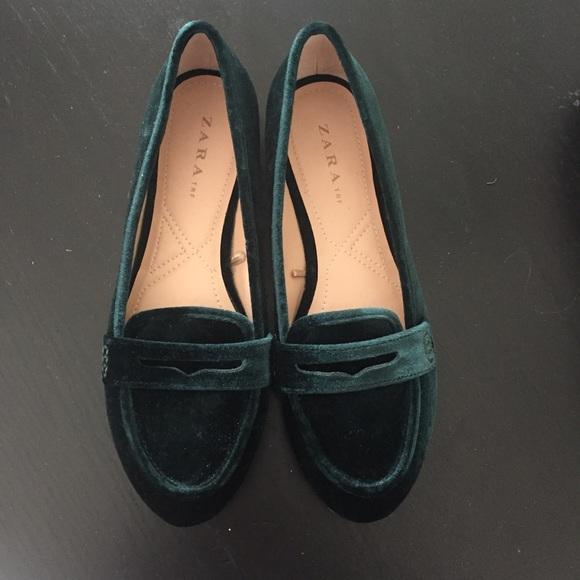 49dc1abd545 Zara dark green velvet loafers!! Size 38. M 5b254e33aa8770b910108357